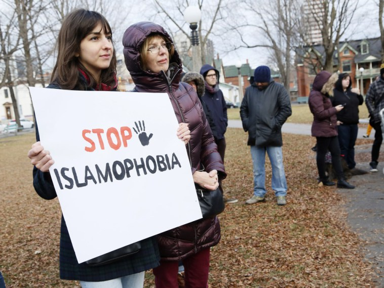 protestors-hold-signs-at-a-protest-against-islamophobia-at-d1